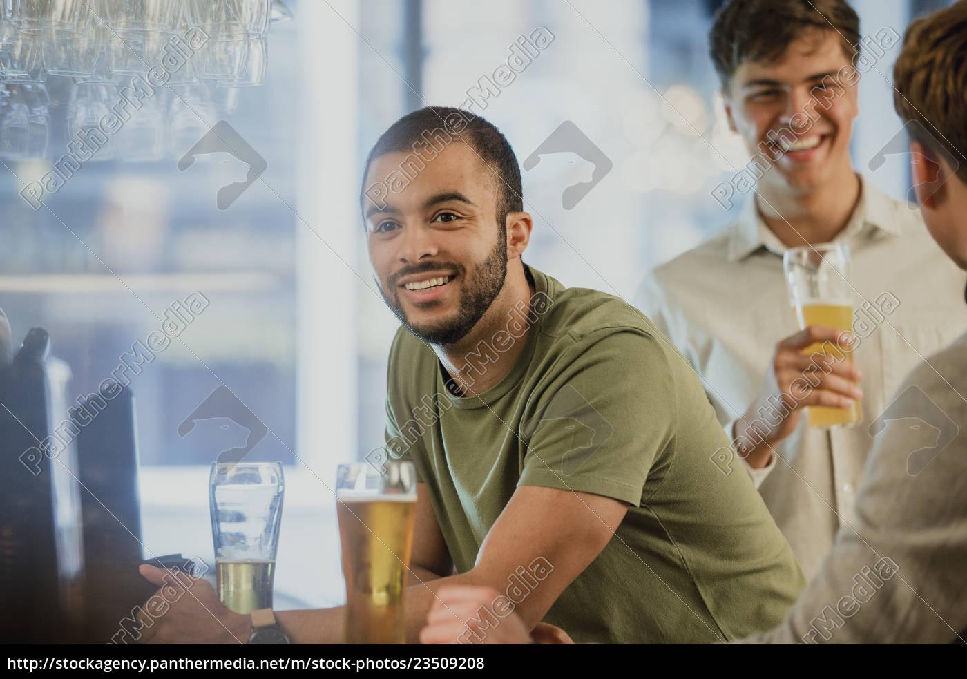 men, buying, drinks, at, the, bar - 23509208