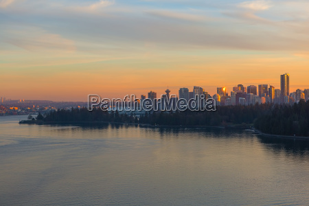 vancouver bc skyline and stanley park