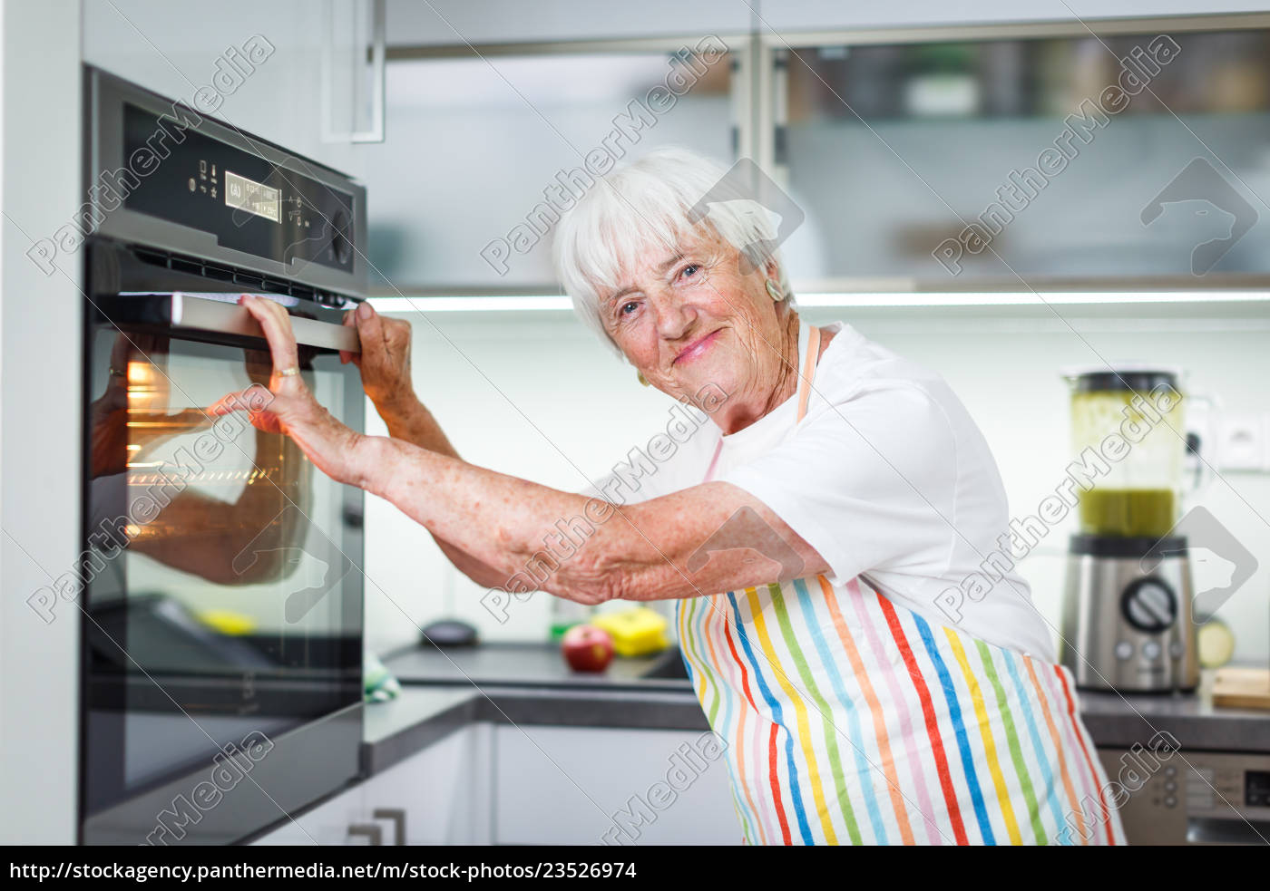 senior, woman, cooking, in, the, kitchen - 23526974