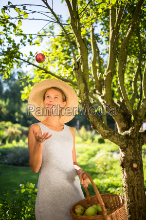 pretty, , young, woman, gardening, in, her - 23527054