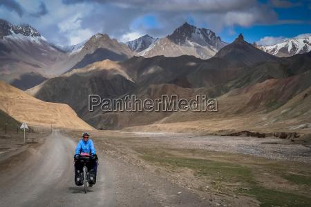 cycling on tibetan road