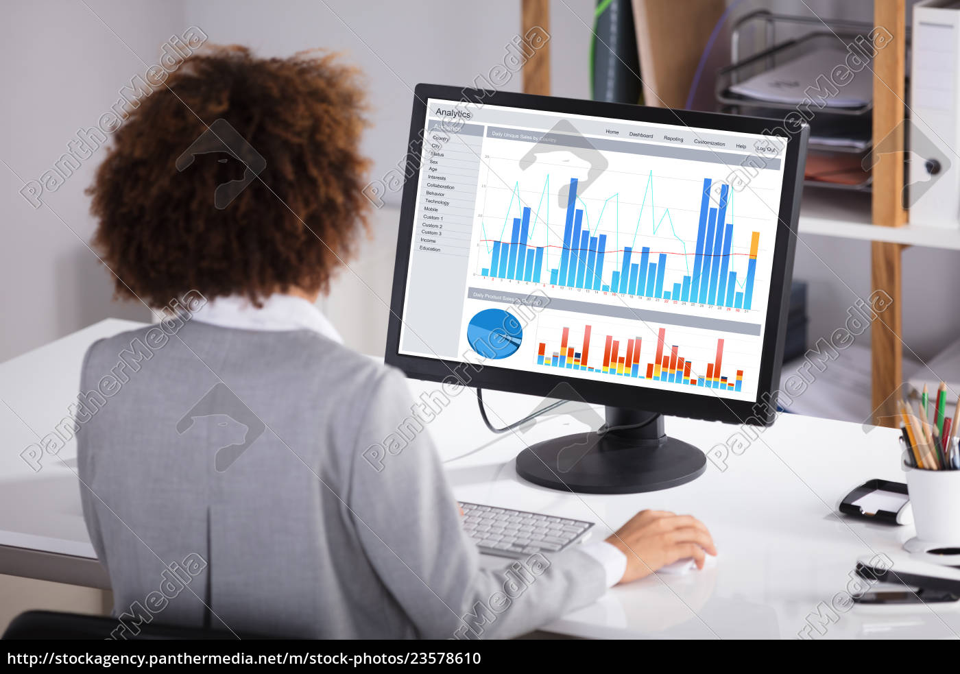 businesswoman, working, on, graph, on, computer - 23578610