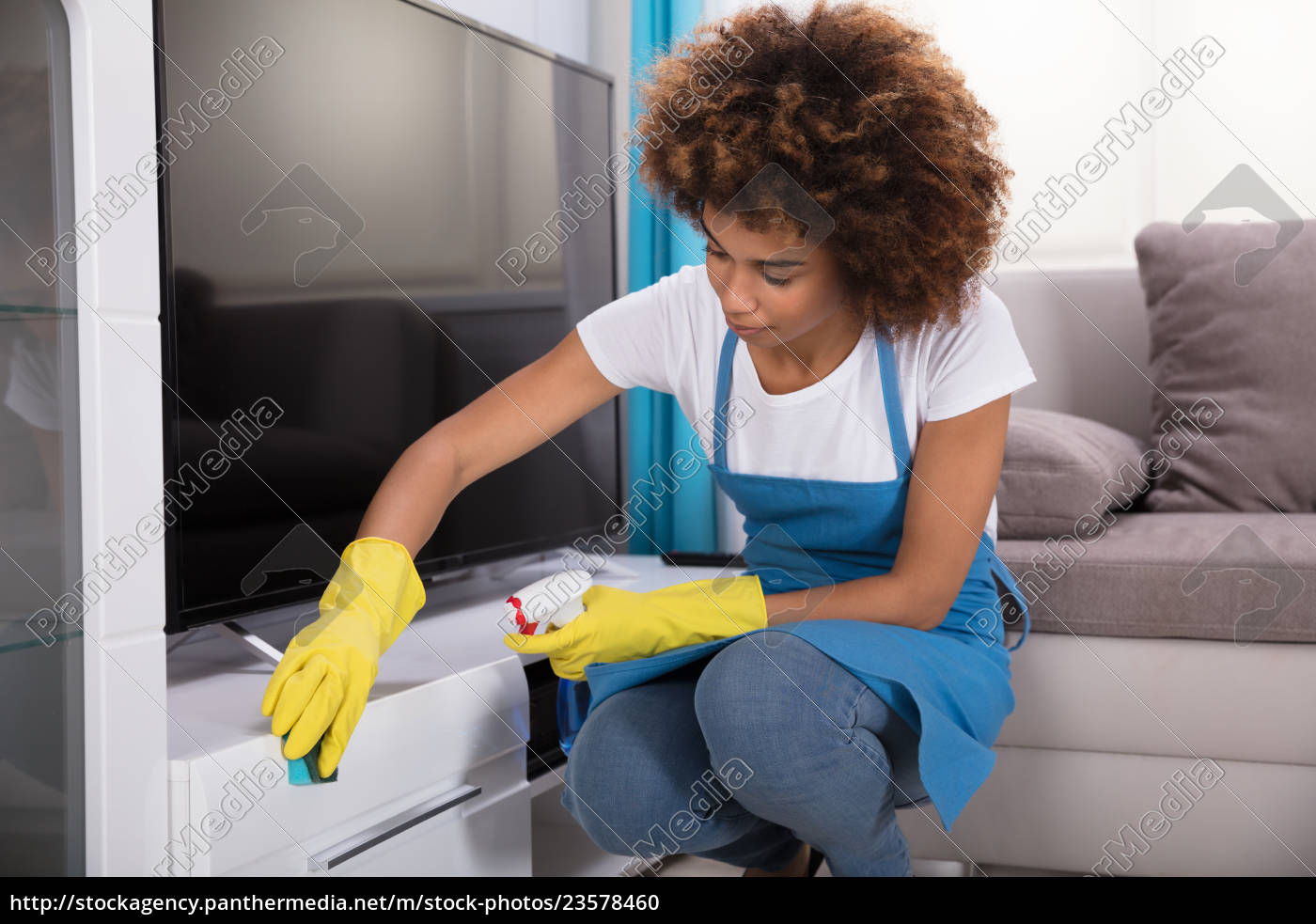 janitor, cleaning, furniture, with, sponge - 23578460