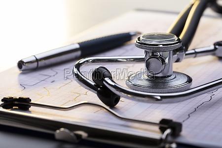 stethoscope, on, electrocardiogram - 23584706