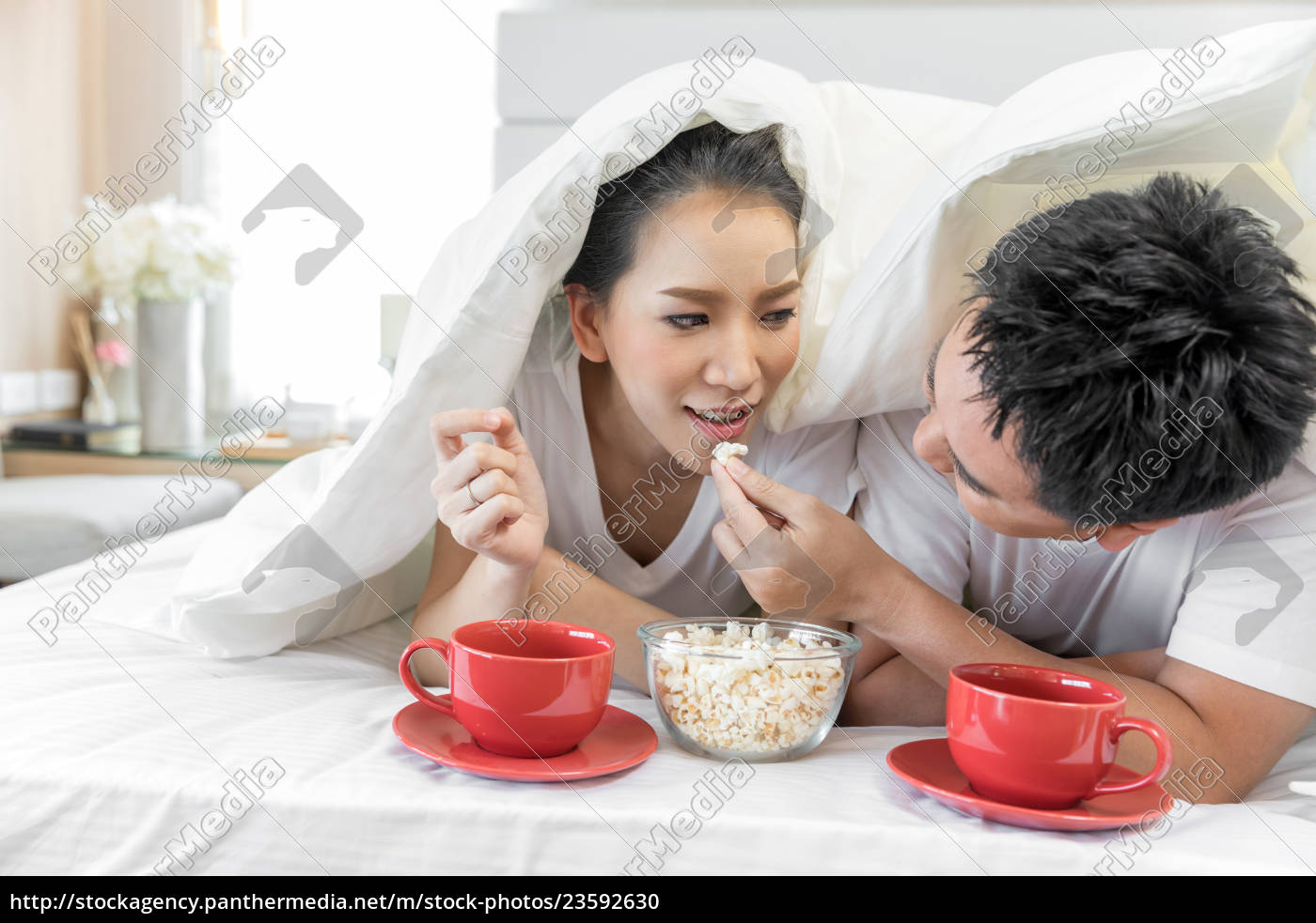 couples, having, breakfast, on, bed - 23592630