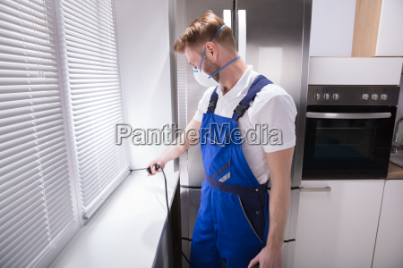 exterminator, worker, spraying, insecticide, chemical - 23595452