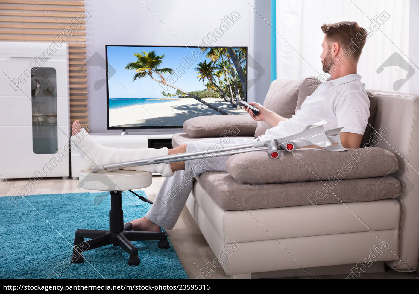 man, with, broken, leg, watching, television - 23595316