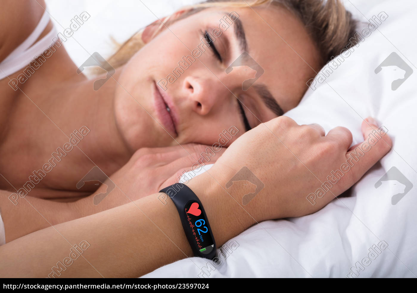 fitness, activity, tracker, on, woman's, hand - 23597024