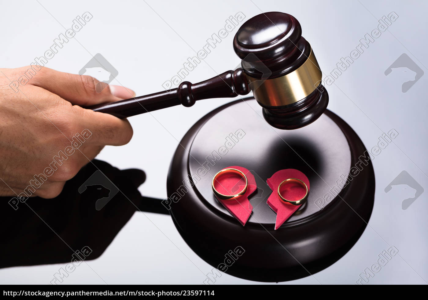judge, striking, gavel, on, sounding, block - 23597114