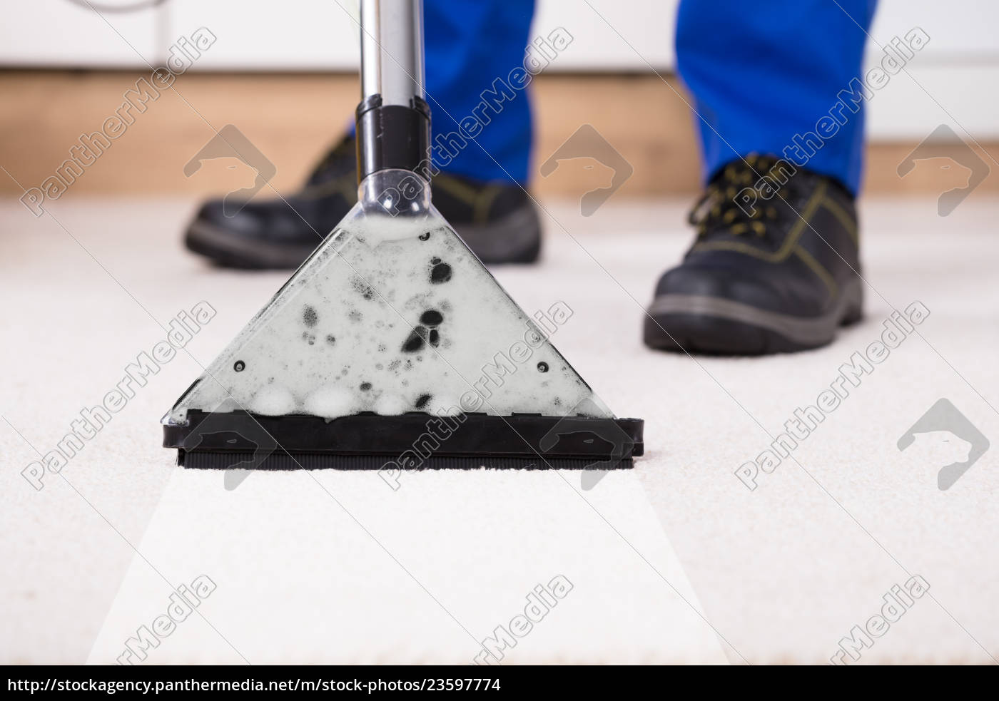 person, using, vacuum, cleaner, for, cleaning - 23597774
