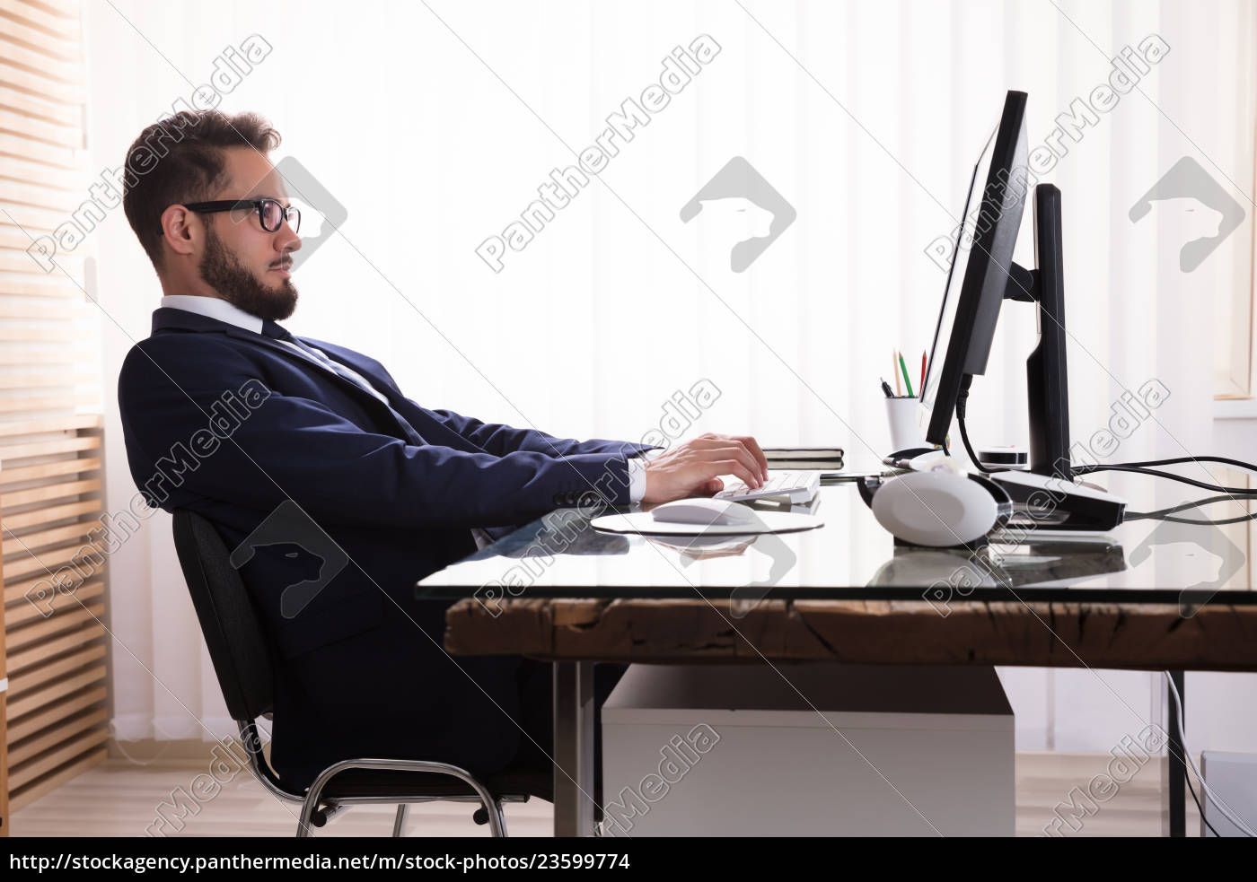 bad, posture, while, working, on, computer - 23599774