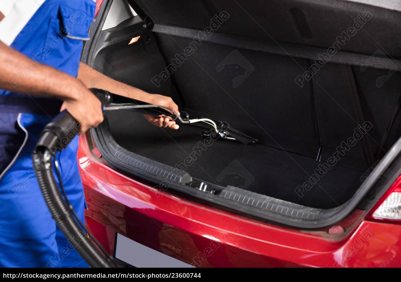 vacuuming, car, trunk - 23600744