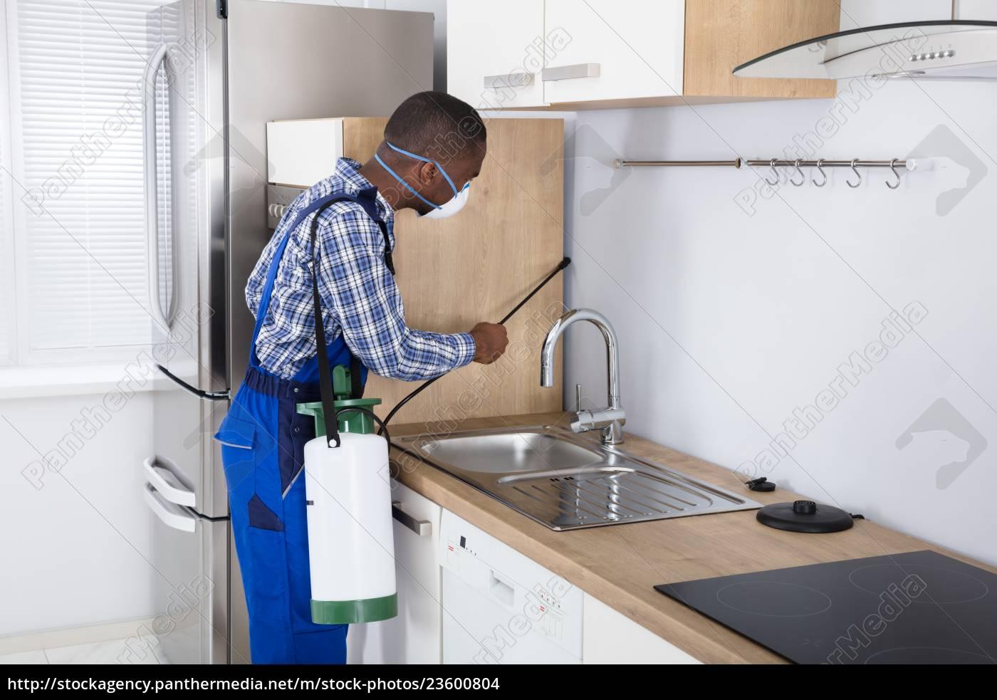 worker, spraying, pesticide, with, sprayer - 23600804