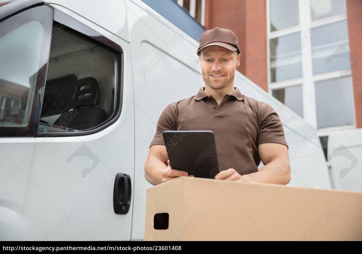 delivery, man, using, digital, tablet - 23601408