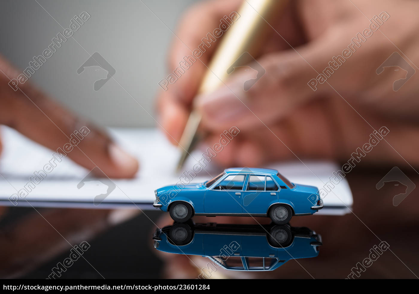 person's, hand, signing, car, loan, agreement - 23601284
