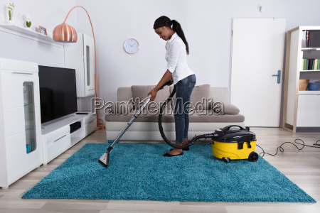 woman, cleaning, carpet, with, vacuum, cleaner - 23602142