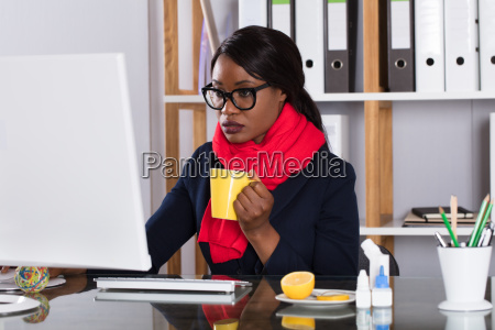 woman, working, on, computer, with, cup - 23602154