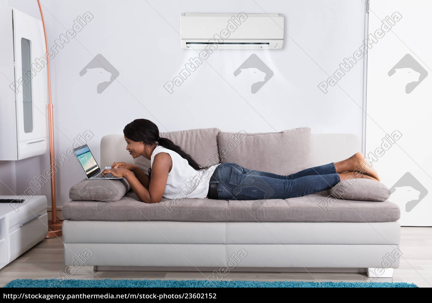young, woman, watching, video, on, laptop - 23602152