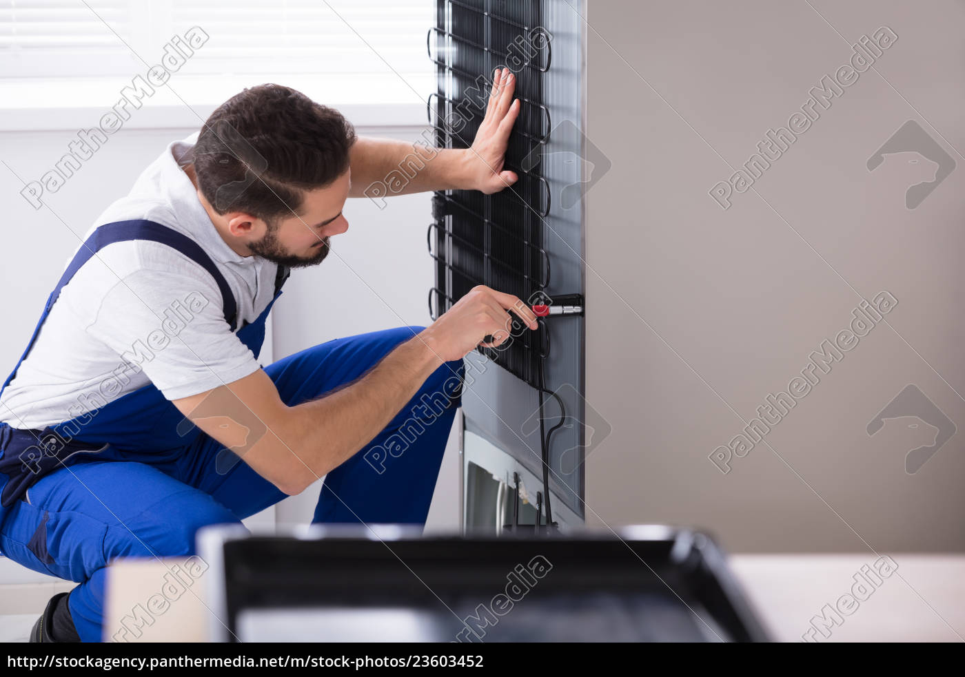technician, fixing, refrigerator - 23603452