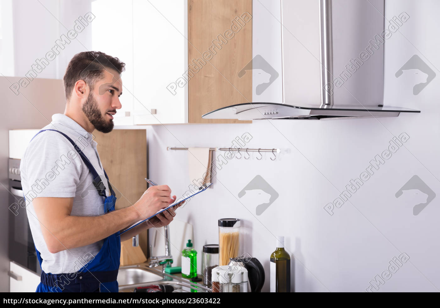 technician, writing, on, clipboard, in, front - 23603422