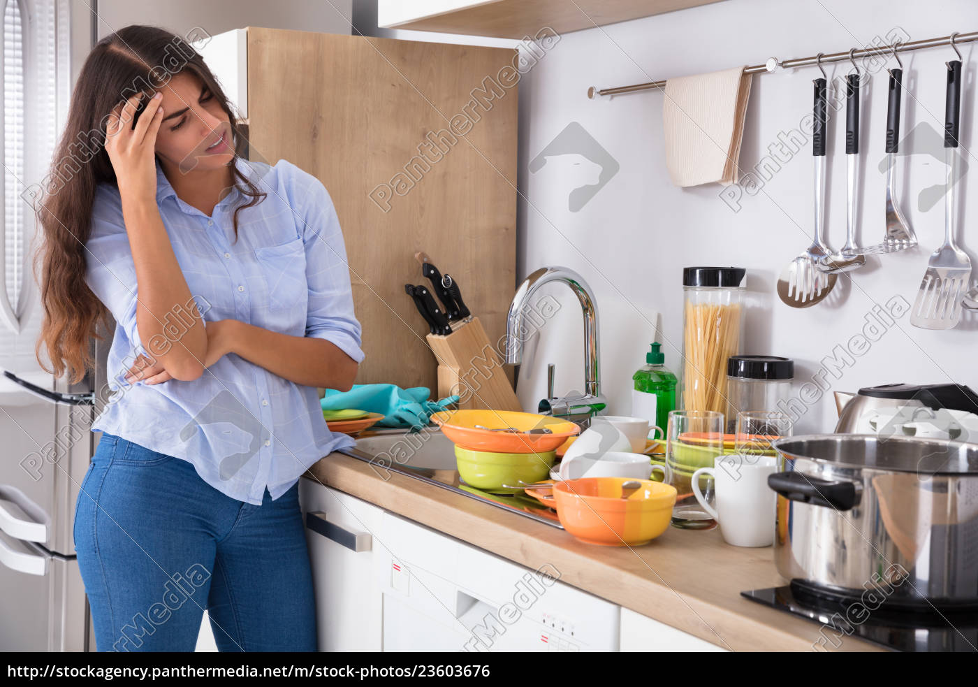 woman, standing, near, kitchen, sink, looking - 23603676