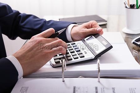 businessperson, calculating, bill - 23610398