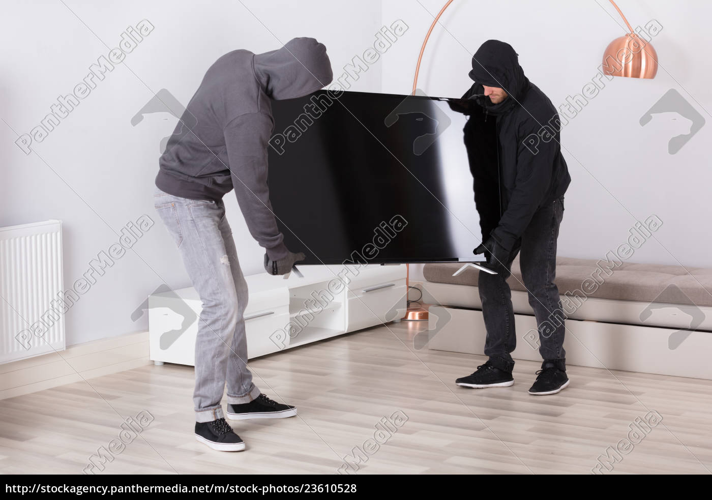 robbers, stealing, television, from, living, room - 23610528