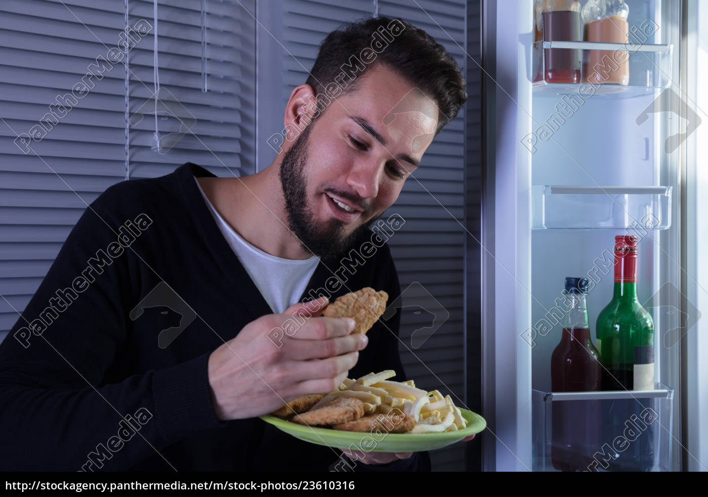 young, man, eating, fried, food - 23610316