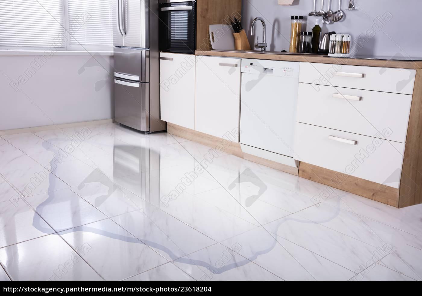 close-up, of, wet, floor - 23618204