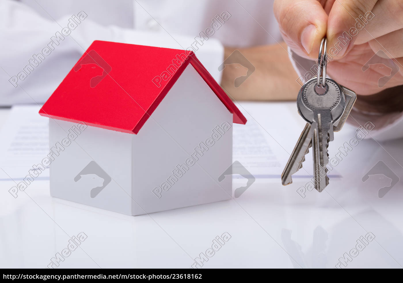 hand, holding, house, keys, with, house - 23618162