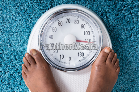 human, foot, on, weighing, scale - 23620372