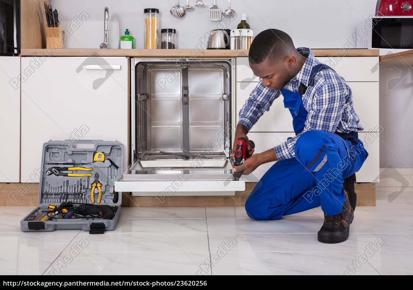 repairman, fixing, dishwasher - 23620256