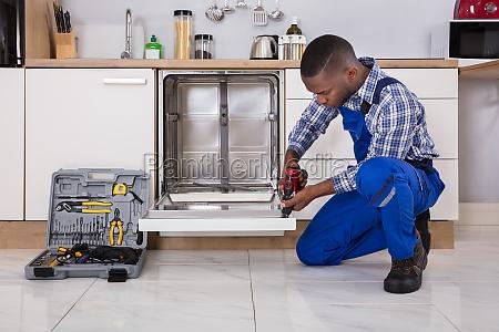 repairman, fixing, dishwasher - 23620256