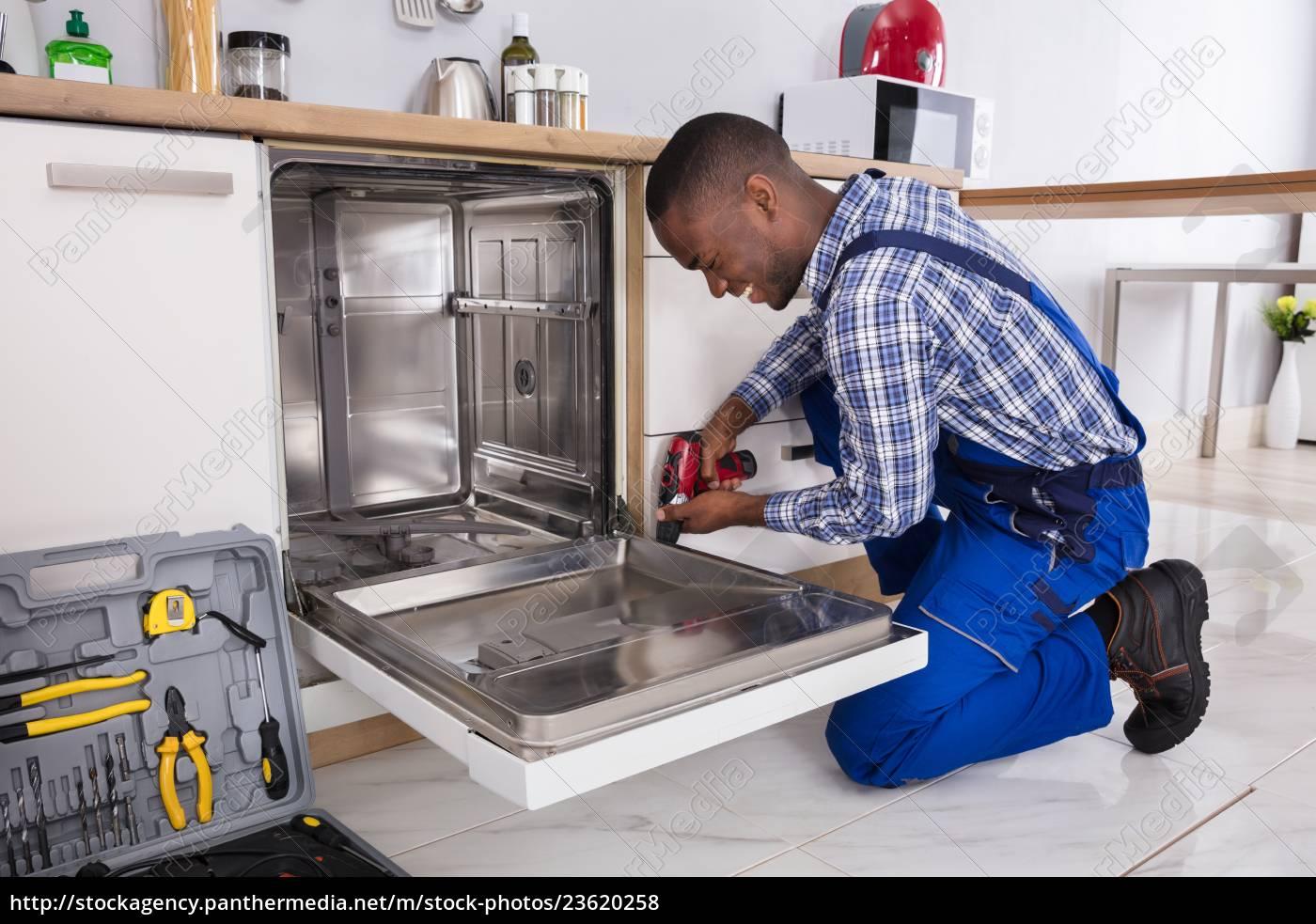 repairman, fixing, dishwasher - 23620258