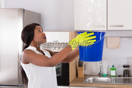 woman, holding, bucket, while, water, droplets - 23620436
