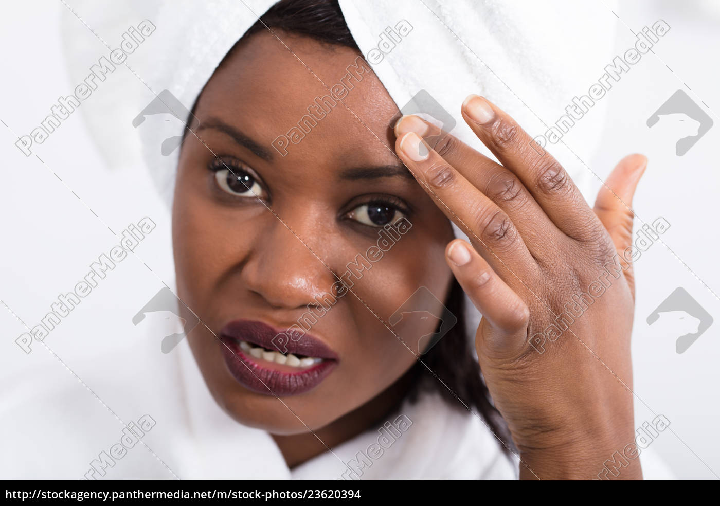 woman, with, pimple, on, forehead - 23620394