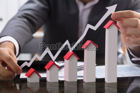 businessman, showing, the, increasing, profit, on - 23624348