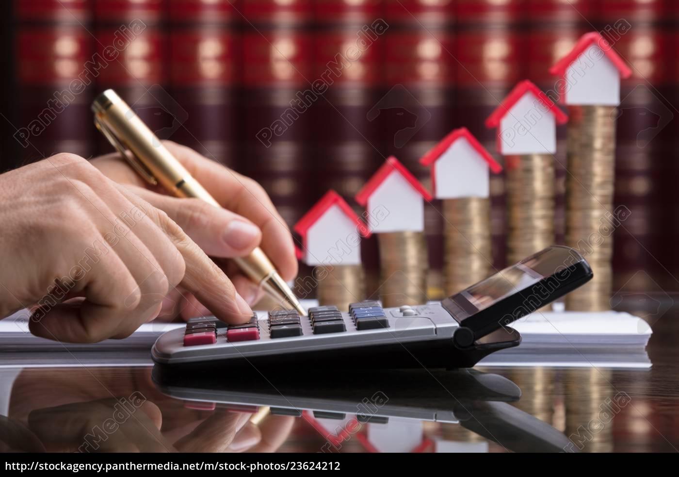 person, calculating, invoice, with, calculator - 23624212