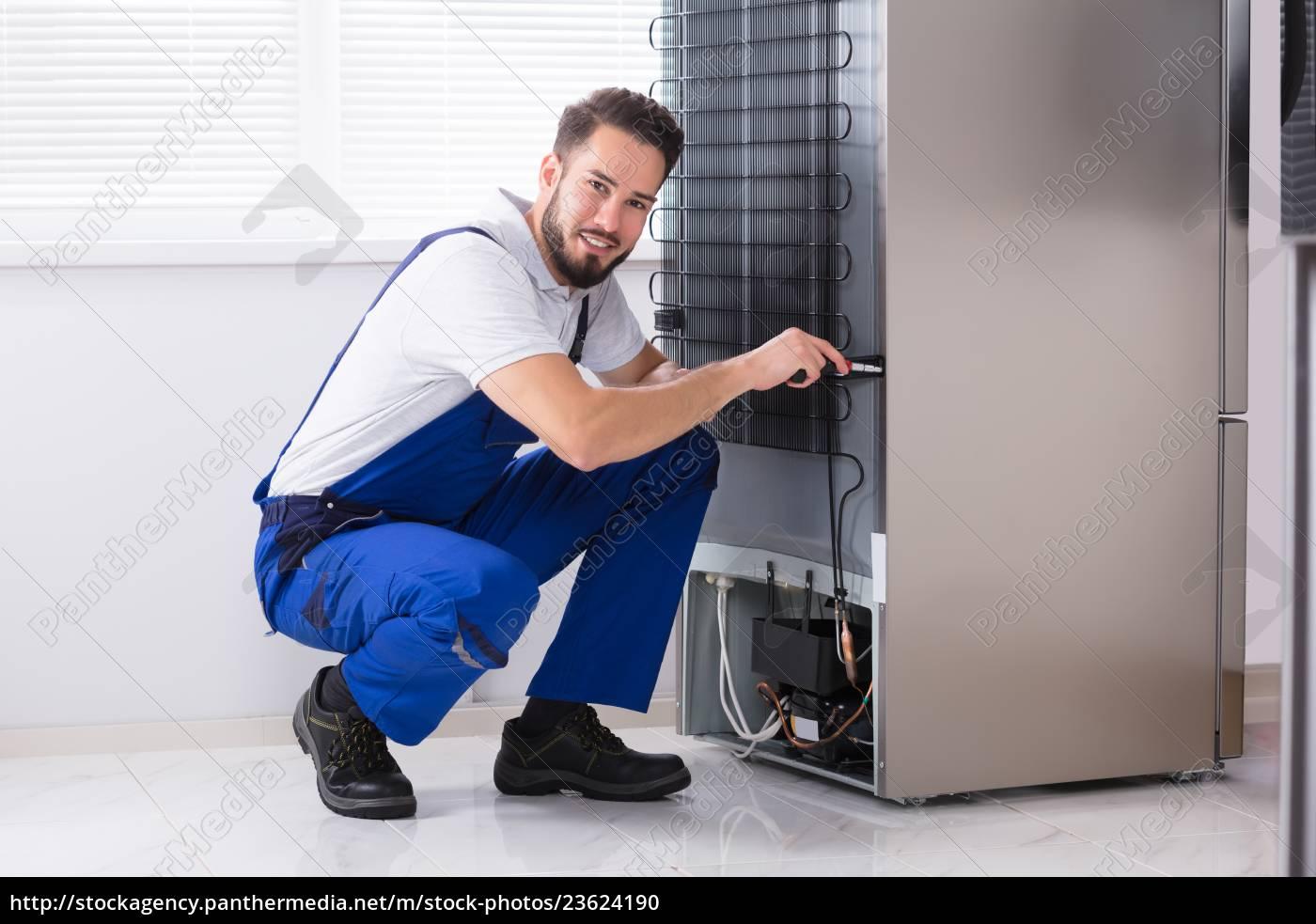technician, fixing, refrigerator - 23624190