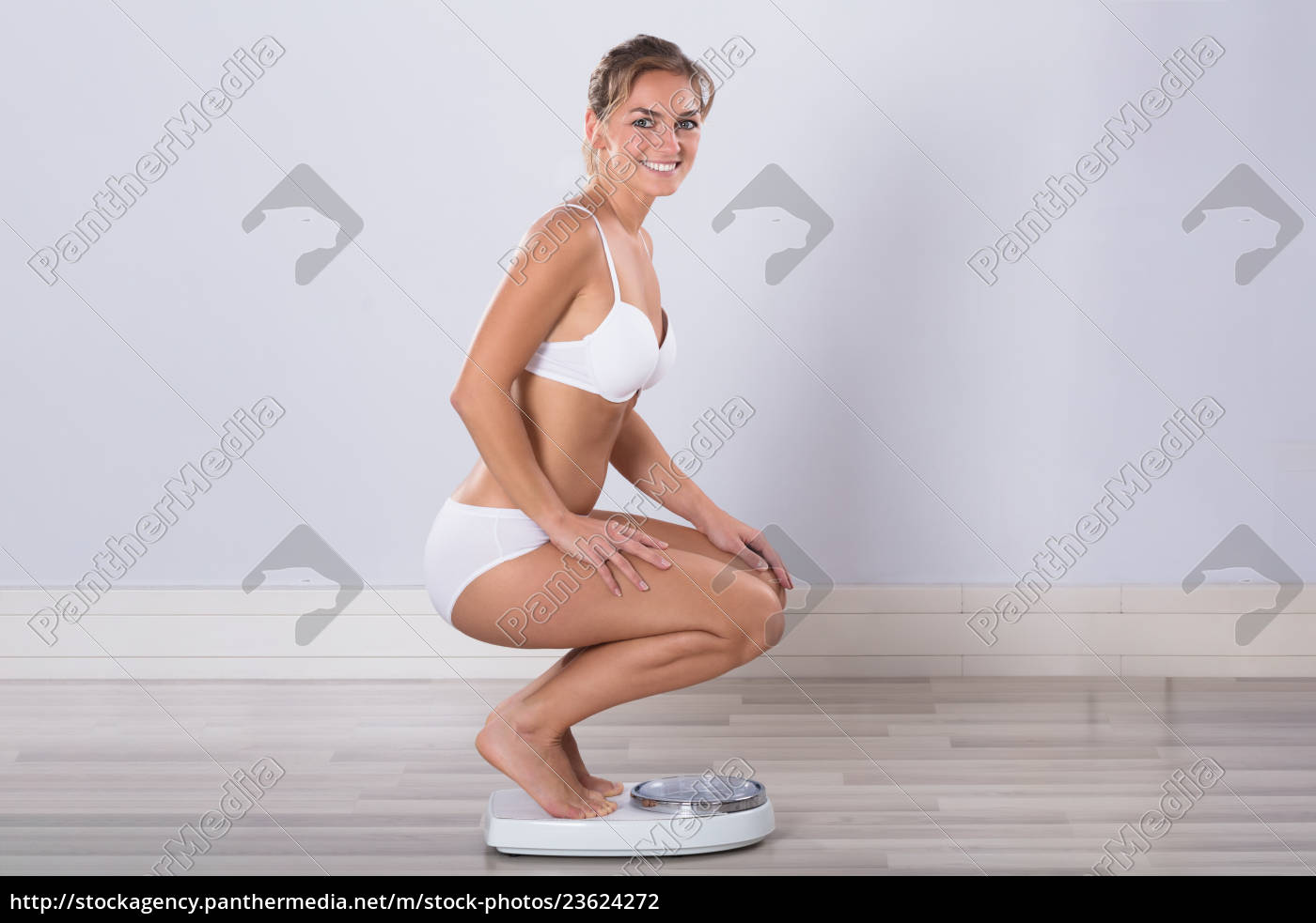 woman, measuring, her, weight - 23624272