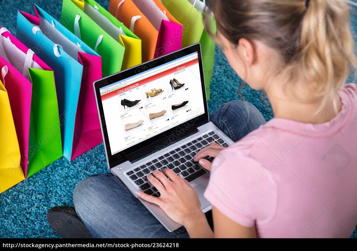 woman, shopping, online, using, laptop - 23624218
