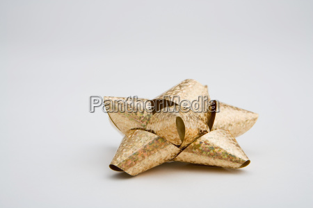 one gold christmas gift bow on