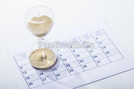 hourglass on the calendar sheet