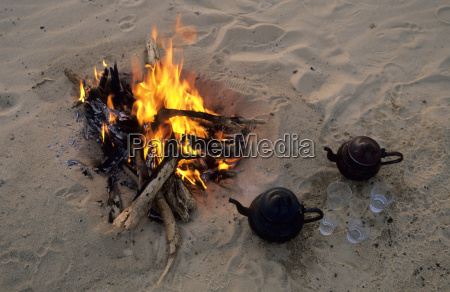 arab teakettle at the campfire libya