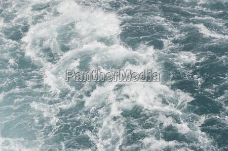 waves of water waves behind a