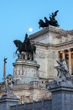 monument of vittorio emanuele ii against
