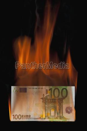 burning 100 euro bill