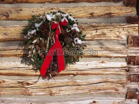 a christmas wreath on a cabin