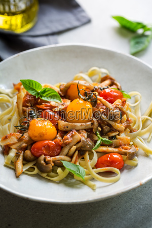 fettuccine with cherry tomatoes and mushroom