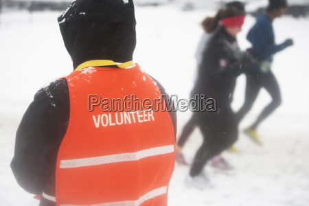volunteer assisting in marathon race